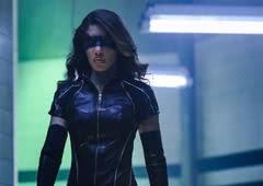 Arrow: Veja a foto oficial do novo uniforme da Canário Negro!