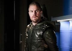 Arrow | Liberada foto dos novos trajes do Arqueiro Verde e da Sereia Negra!