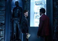 Batwoman | Novo teaser mostra heroína desafiando policiais de Gotham