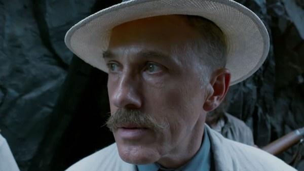 Christoph Waltz como Leon Rom