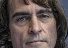 Coringa: Vídeo sinistro traz Joaquin Phoenix com maquiagem do vilão