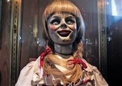 CRÍTICA Annabelle 3 | Filme descontraído foge de sustos clichês!