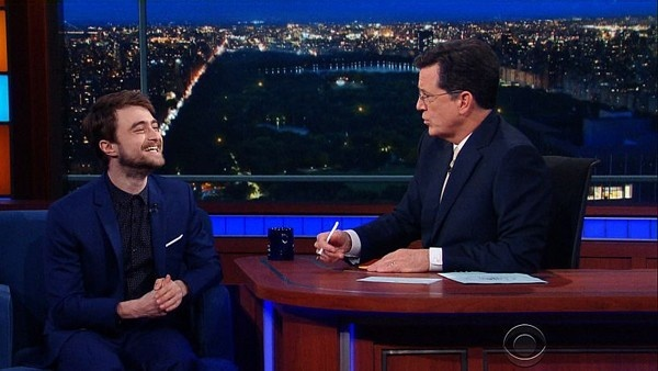 O ator Daniel Radcliffe no The Late Show with Stephen Colbert