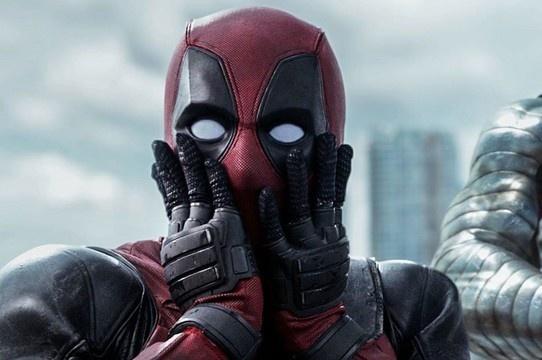 'Deadpool' sacaneia 'Wolverine' com meme de 10 Year Challenge