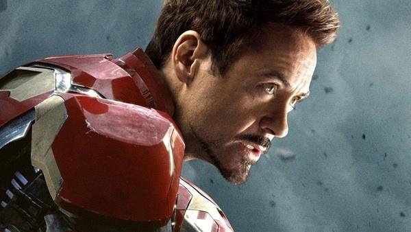 Robert Downey Jr. como Homem de Ferro