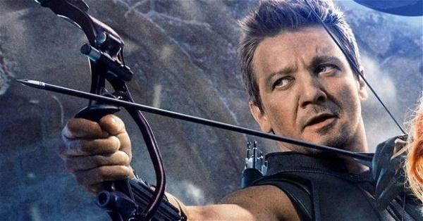 Jeremy Renner como Gavião Arqueiro