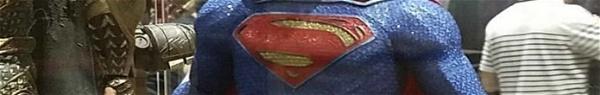 Liga da Justiça: Imagem revela novo uniforme do Superman para o filme