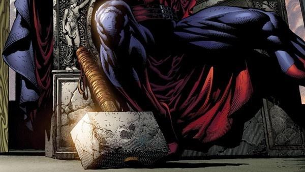 Mjolnir aos pés de Magneto