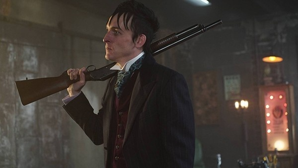 Pinguim interpretado por Robin Lord Taylor