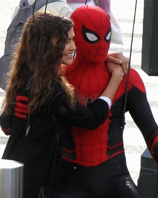 Homem-Aranha: Longe de Casa - Fotos mostram novo uniforme do herói! - Aficionados