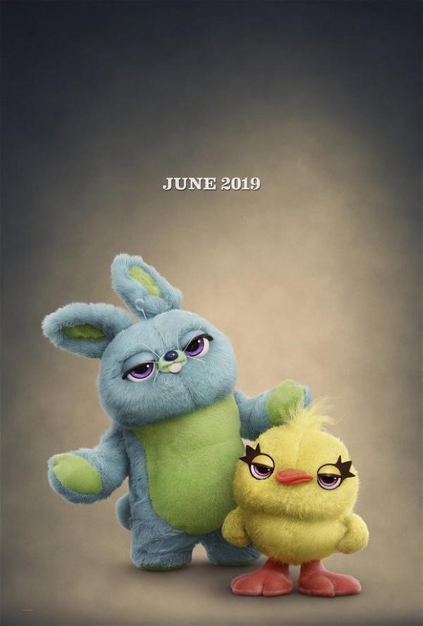cartaz oficial do filme toy story 4
