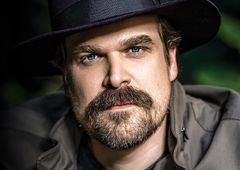 Viúva Negra | David Harbour, de Stranger Things, entra para o elenco do longa!