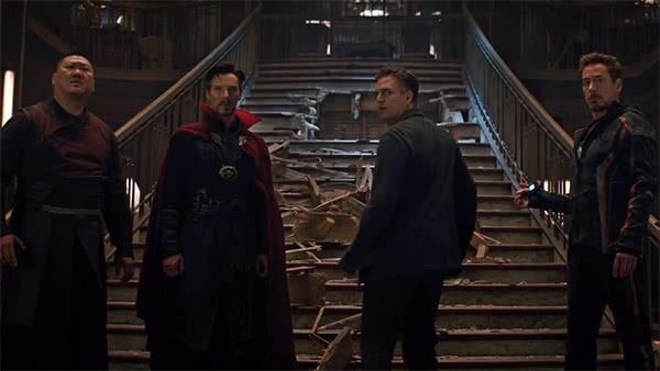 Wong, Doutor Estranho, Bruce Banner e Tony Stark